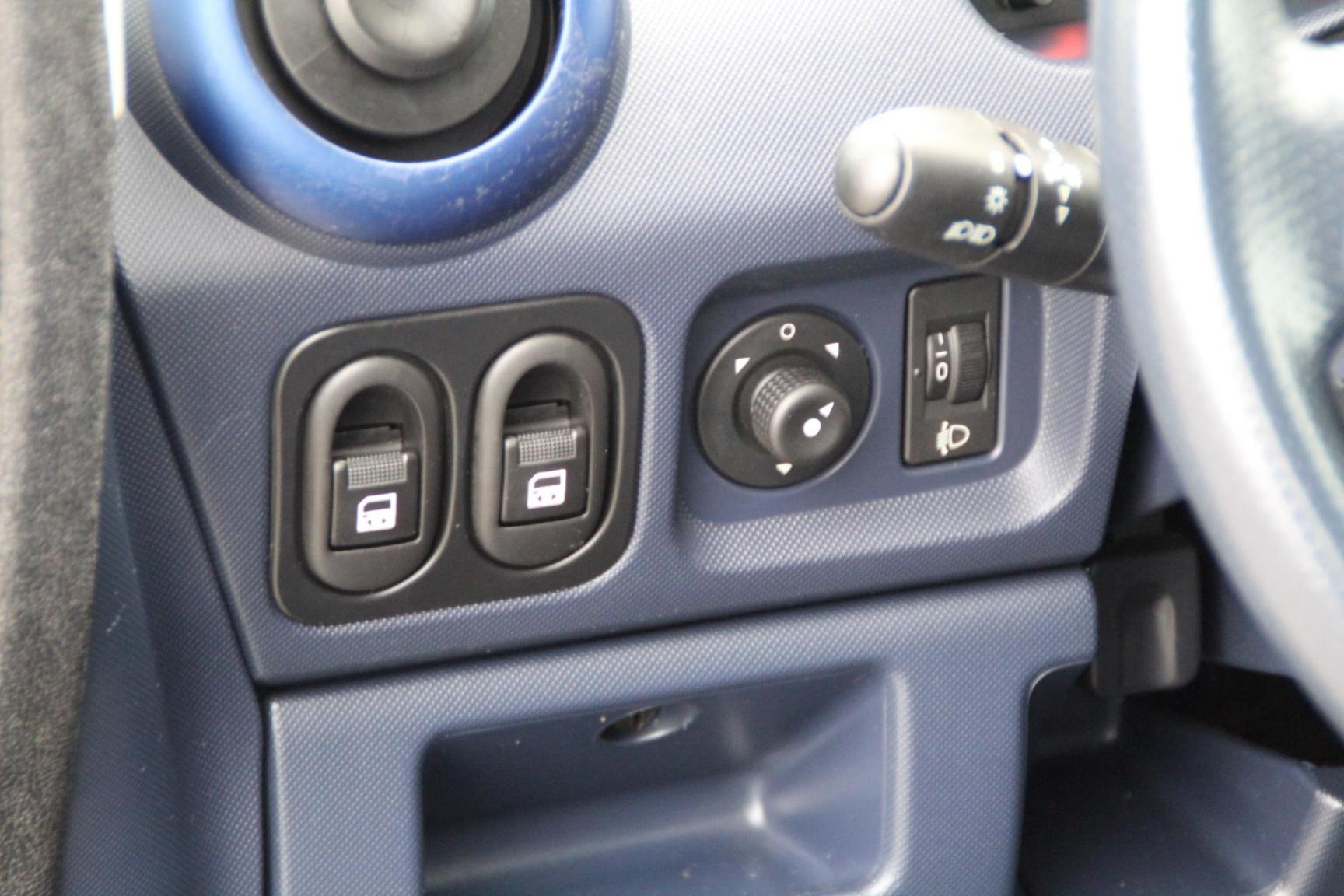 Peugeot-1007-6