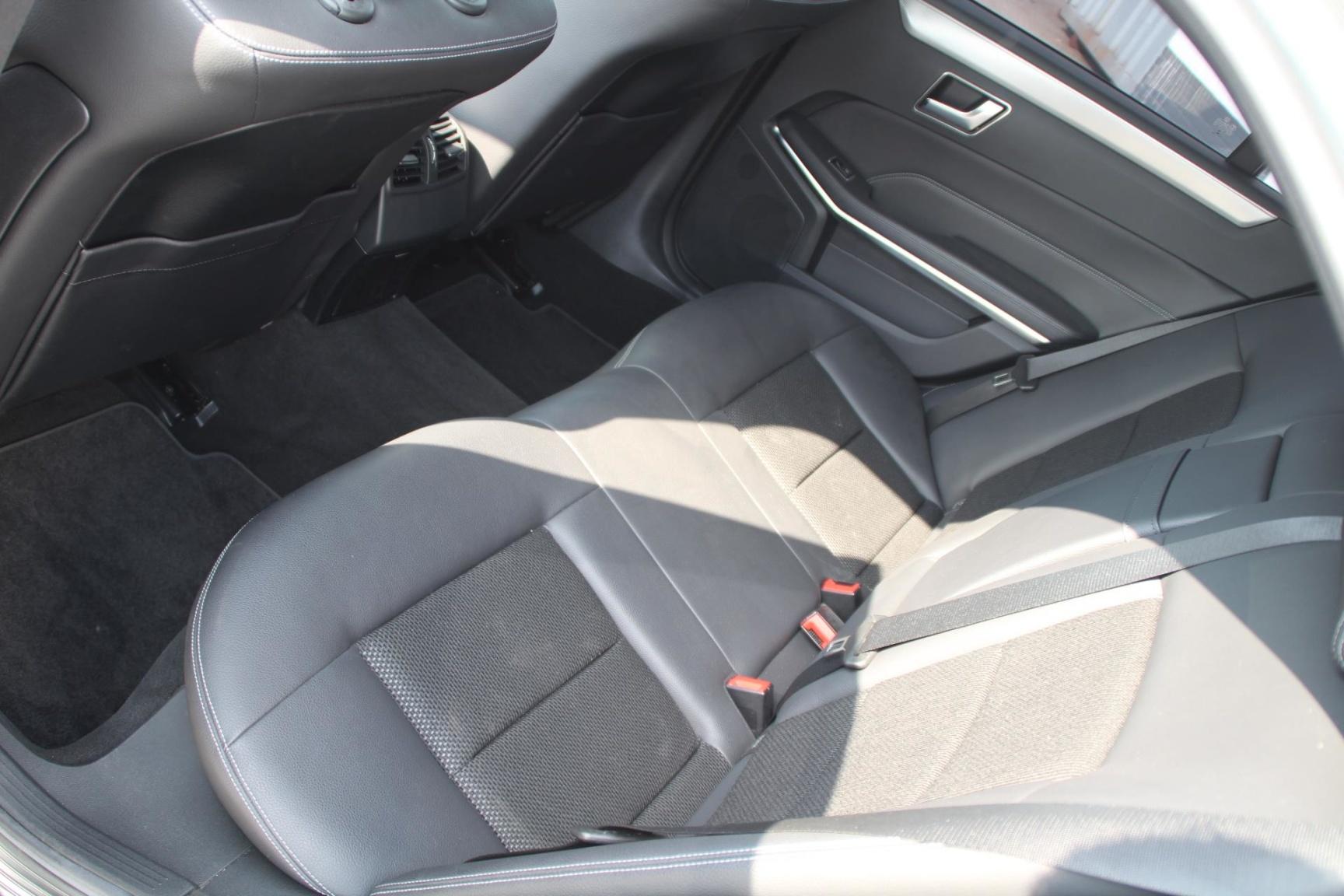 Mercedes-Benz-E-Klasse-8
